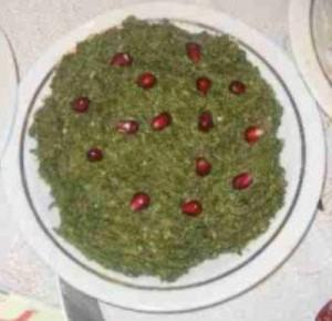 шпинат с орехами