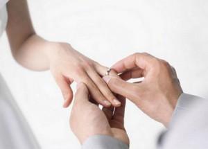Как красиво подарить кольцо девушке