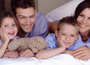 счастливый ребенок в семье